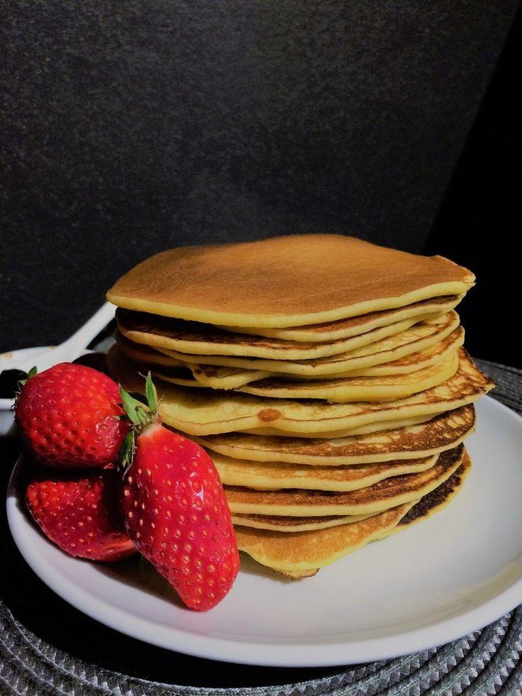 Débutons ce week-end de Pâques allégement ! Ces pancakes, idéal pour un petit-déjeuner, combleront les petits comme les grands. Composés de farine de maïs, les allergiques au gluten seront ravis. Pas de beurre, ils restent moelleux, aérés grâce au yaourt...