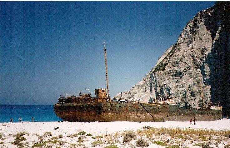 Το ναυαγιο απο πισω. - by nauarxos2