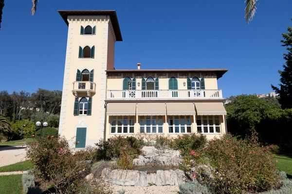 Stunning property in #Liguria with stunning #tower