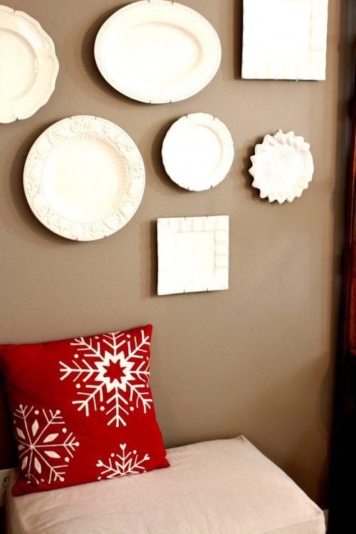 plate-wall Farbige Wand, weiße Teller/Platten