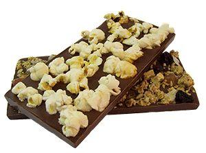 Chocolade met popcorn en muesli.