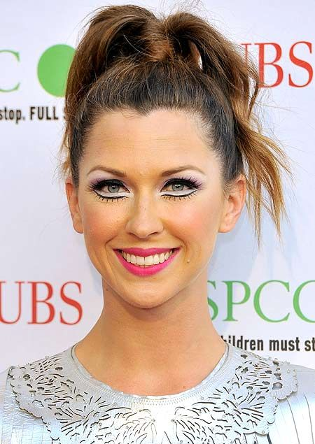 Celebrity makeup blunders: Margo Stilley demonstrates why optical illusion eyeshadow is almost never a good idea.