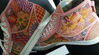 S A N D F L O W E R: Lek med färg på skor #zentangle #doodel #promarker #shoe #diy