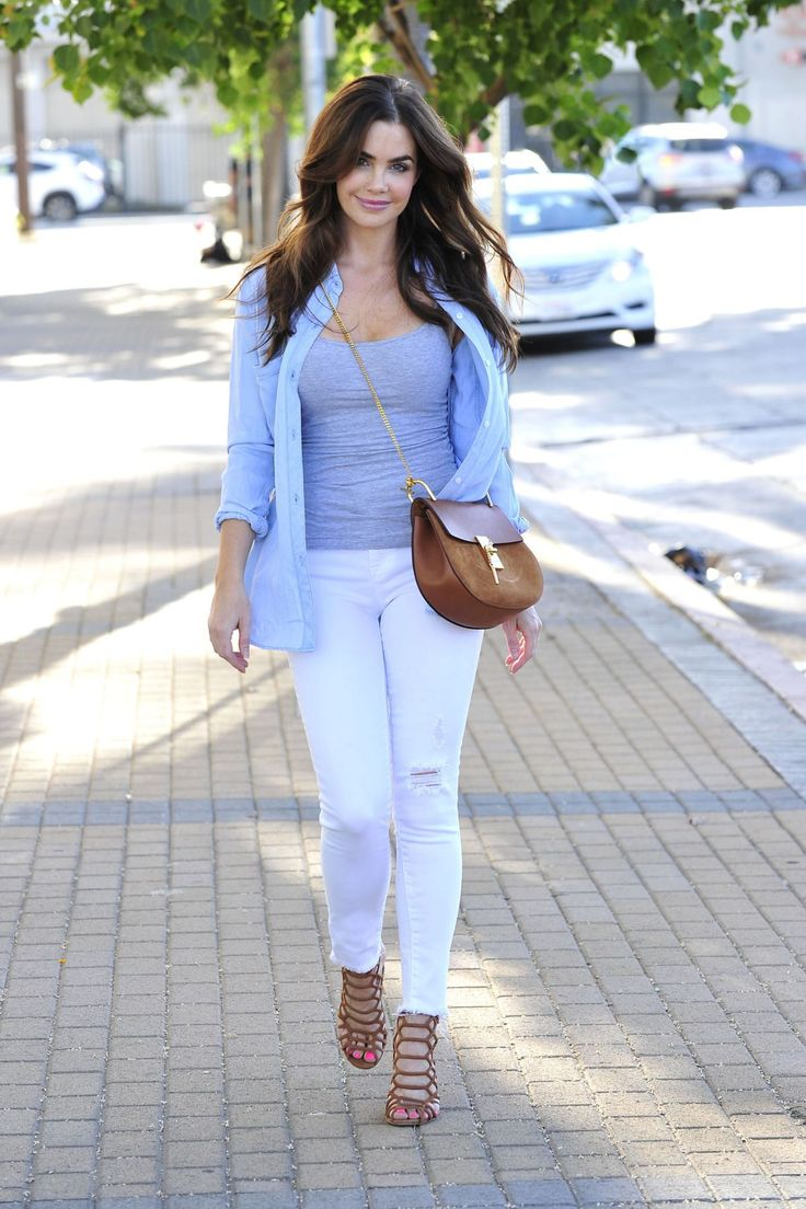 Jillian Murray out and About, Encino (18 July, 2016)