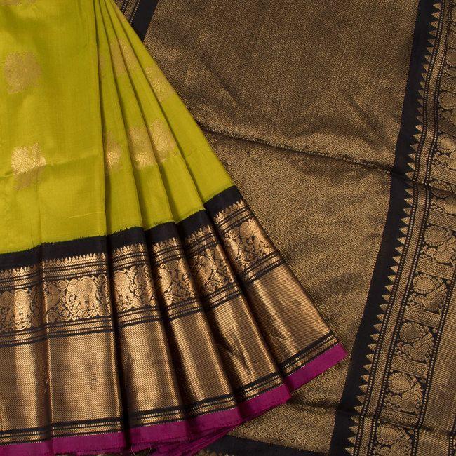 Handwoven Green Gadwal Kuttu Silk Saree With Peacock Motifs 10018358 - AVISHYA.COM