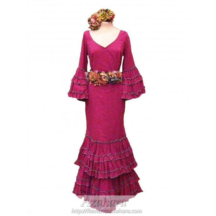 Modelo Lola: #Traje de #flamenca para #mujer en tonos buganvilla, acompañado de #ramilletes y #cinturón