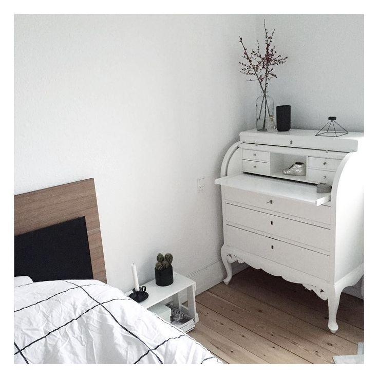 On instagram by mariekjaero  #homedesign #metsuke (o)  http://ift.tt/1OtW3JH  D er igang med at bage boller imens jeg stadig ligger her og putter  så kan den sidste dag i 2015 da ikke starte meget bedre! Godt nytår til jer alle  #interior #interiør #interior4all #interiordecor #interiorinspo #interiordesign #interiorforyou #interiorlovers #skandinaviskehjem #nordiskehjem #inspiremeinterior #detydre #instaliving #homedecor  #boligmagasinet #mithjem #myhome #danskehjem
