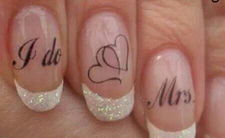 Leuke stickers voor op je nagels http://trouwen-online-shop.nl/leuke-nieuwe-dingen-voor-op-je-bruiloft/setje-met-drie-tatoeages-stickers-voor-de-perfecte-bruidsnagels.html