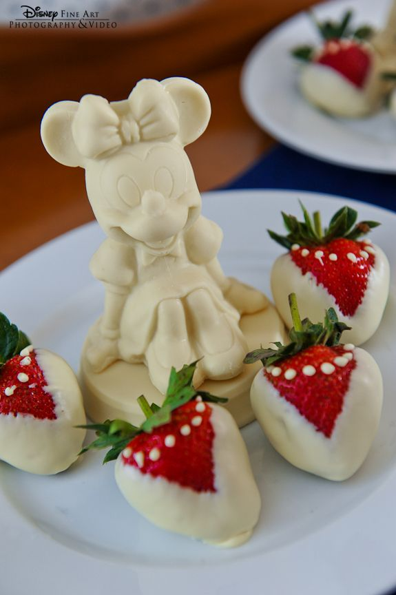 Minnie Mouse White Chocolate Strawberries Straight From Disney S Dessert Chefs Wedding