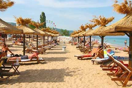 http://www.golden-sands-bulgaria.info/images/golden-sands/parasols_golden_sands.jpg
