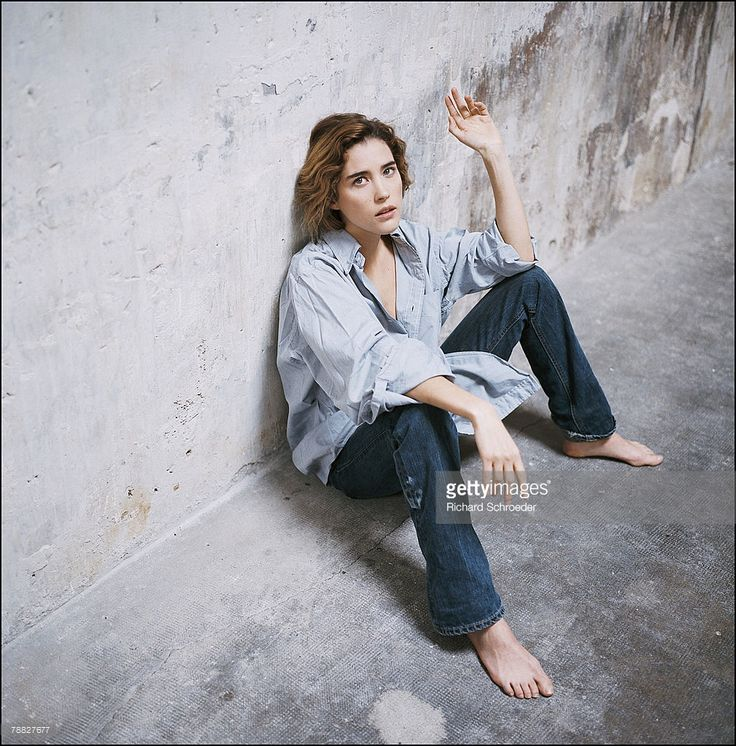 Photo d'actualité : Actress Vahina Giocante poses at a portrait...