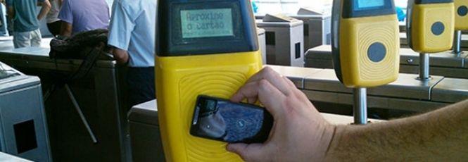 O transporte público de várias cidades do Brasil já aderiu ao sistema de pagamentos por créditos no cartão magnético – em São Paulo, por exemplo, é o Bilhete Único. Mas, em breve, o seu celular poderá substituir esse acessório nos ônibus da sua cidade graças à tecnologia NFC (Near Field Communicatio