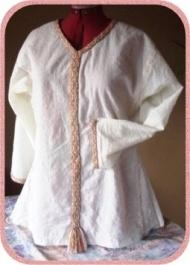 Ansicht des Hemdes im Mittelalter-Stil