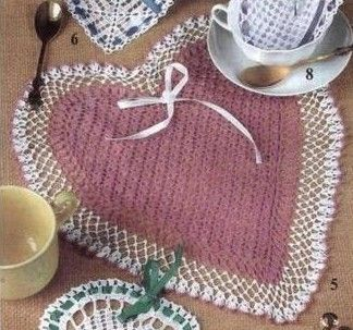 set de table coeur..Beautiful heart! I especially love the edging pattern.. Free diagrams!!