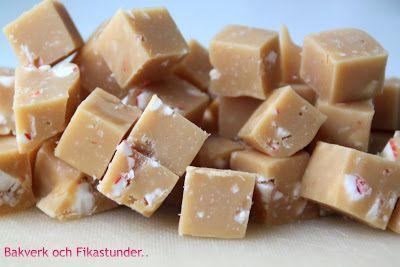 En rolig variant på fudge. En mjuk härlig fudge med lite smak av polka fylld med polkakarameller! 3 dl vispgrädde 2 dl socker 1 dl ljus sirap50 g smör2 msk honung120 g vit choklad70 g...