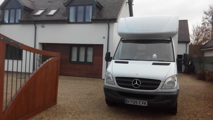 House Removals Abingdon Oxfordshire, We have many satisfied customers who have moved to, from or within Abingdon and we know the area really well, having helped people to move home, transport individual items of furniture or arrange for house clearances.