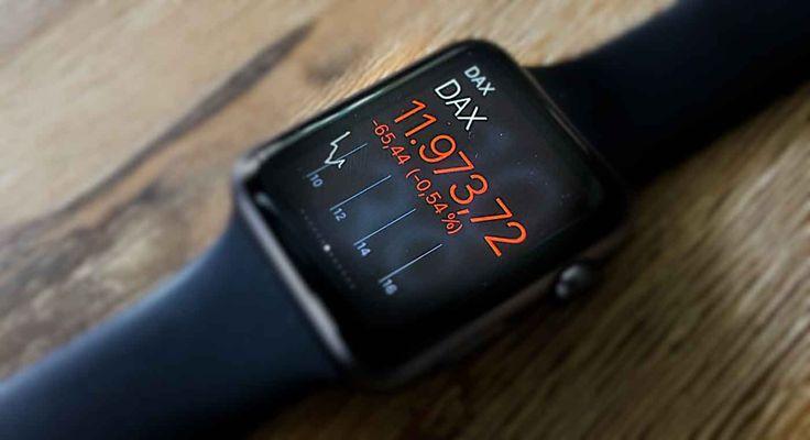 Börse & Aktien: Trading Apps für Apple Watch - https://apfeleimer.de/2015/04/boerse-aktien-trading-apps-fuer-apple-watch - Trading und Aktienhandel mit der Apple Watch? Bereits seit der allerersten iPhone Generation (iPhone 2G mit iOS 1.0.x) findet sich im Lieferumfang des mobilen Apple Betriebssystems die Aktien-App bzw. Stocks-App und es war abzusehen, dass Apple die schnelle Übersicht über den Aktienmarkt auch a...