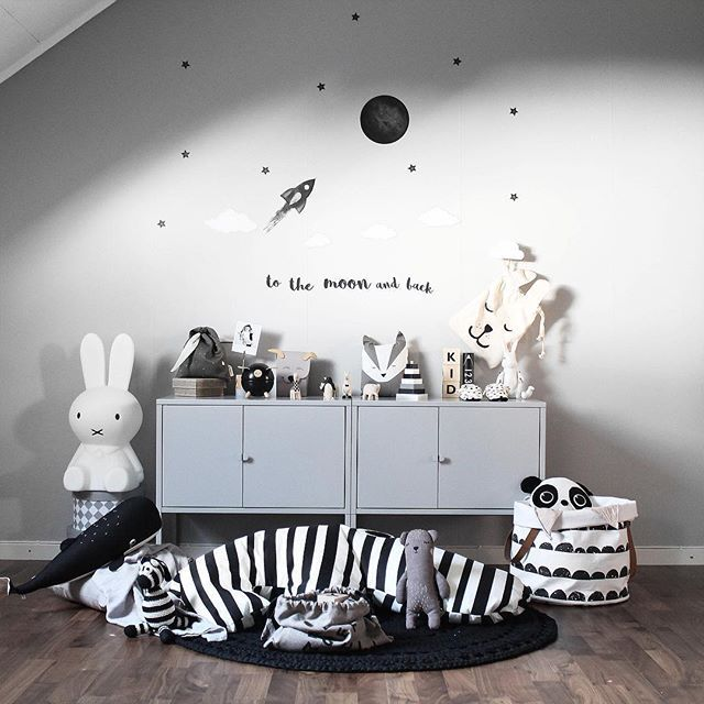 To the moon and back❕You find our space collection with moons, stars, rockets & planets 👉 stickstay.se 🌚 ➖➖➖➖➖➖➖➖➖➖ #stickstay #stickers #wallstickers #barnrum #kidsroom #barnrumsinredning #kidsdecor #finabarnsaker #kidsinterior #kidsdesign #greywall #barneroom #inspirationforpojkar #kidsinspo #kidsdeco #nordsjöfärg #kidsperation #moon #tothemoon #rocket #space