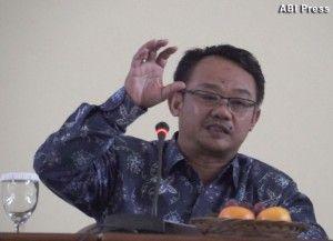 """Dr. Abdul Mu'thi (Sekjen Muhammadiyah), """"Berlomba saling berkuasa dengan melakukan gerakan-gerakan politik, dan itu terjadi di banyak negara,"""""""