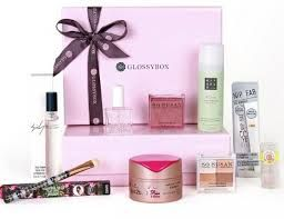 Fabulous beauty product offer Glossybox Promo Code February 2015. Glossybox Promotion Code & Coupon Code pride to give magnificence items and buyer cosmetics. Glossybox contain numerous items and the top most items are Face oasis, Facial oil, Lip shine and Healgel body. Face Oasis is an oil free saturating gel. It is minimizing the presence of fine lines.