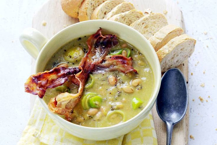 Van witte bonen in tomatensaus maak je ook een heerlijke soep - Recept - Allerhande