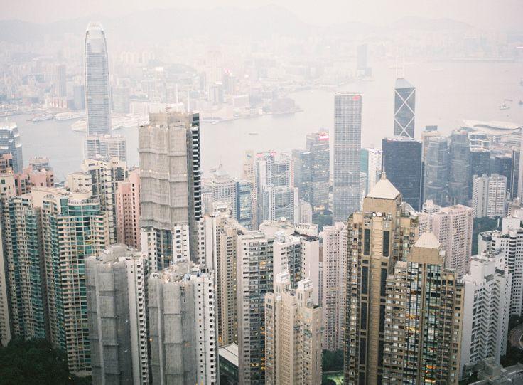 the city of hong kong at dusk from victoria peak | jen huang photo