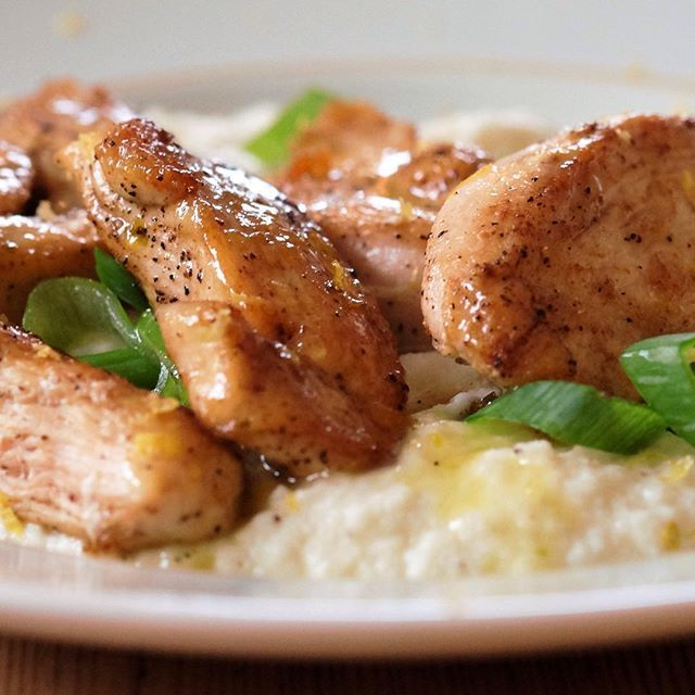 """Sitronkylling med blomkålmos er såå raskt og såå godt!! #rettfrahjertet #kylling #chicken #sitronkylling #lemonchicken #blomkålmos #cauliflower #cauliflowermash #middag #middagstips #food #foodblog #foodporn #mat #matapp #matglede #matlaging #instamat #instapic #instafood #instagood #side2 #side2no #side2mat"""
