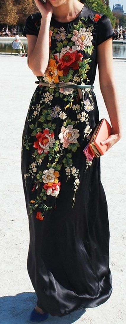absolutlyyy love this floral maxi dress with the coral clutch