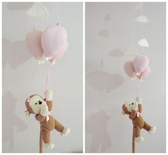 Móbile Macaquinha com balões Móbile Macaquinho com balões  Móbile de teto Macaquinho no Balanço  tema macaquinho, baby safari, tema macaco, tema safari, decoração safari, decoração macaquinho, macaco, macaquinho, móbile, móbile de teto, móbile macaco, móbile macaquinho, macaquinho no balanço, sipó, tema nuvem, nuvenzinha, móbile nuvem, macaquinha