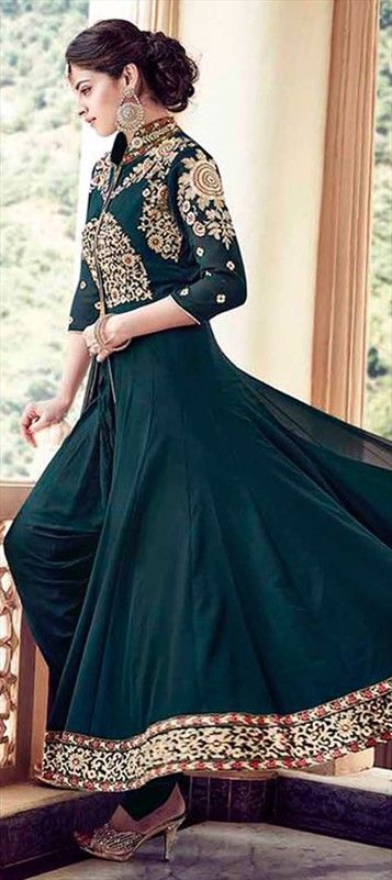 479020 Green  color family Party Wear Salwar Kameez in Faux Georgette fabric with Lace, Machine Embroidery, Thread work .