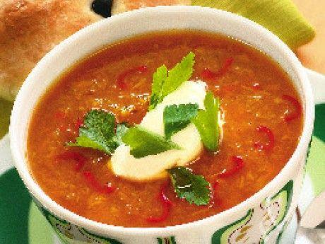 Recept på gul soppa på rostad paprika. Rosta bröd och doppa i soppan eller baka lättgjorda focacciabullar till soppan när ugnen ändå är varm.