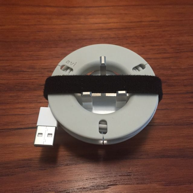 The Avi.002 Spin™ Smart-Spool™ with the UK 5W iPhone Adapter