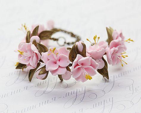 He encontrado este interesante anuncio de Etsy en https://www.etsy.com/es/listing/206529935/romantic-pink-sakura-bracelet-cherry