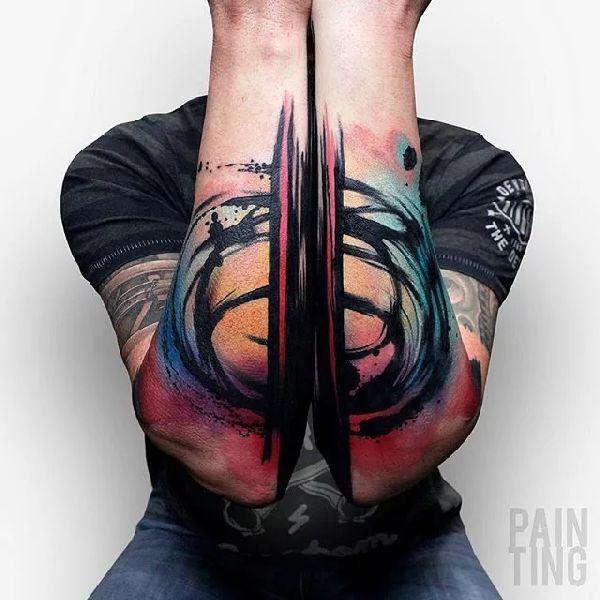 . Grenzen gibt es hier nicht. Abstrakte Tattoos schaffen ihre ganz eigenen Regeln Früher konnte man solche Motive lediglich auf Leinwänden bewundern, oder kreative Künstler schufen Skulpturen mit ungewöhnlichen Formen und Proportionen. Heute gibt es abstrakte Kunst überall, sogar als Tattoo. Hi…
