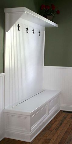 Mudroom Bench with Storage Plans | Small Entryway Ideas | Qawoo