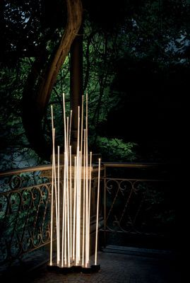 Reeds LED Outdoor Floor lamp - 21 stems White / Anthracite grey by Artemide
