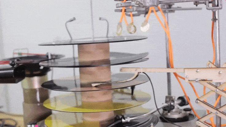 Oddball machine makes 'analog' techno music with vinyl records