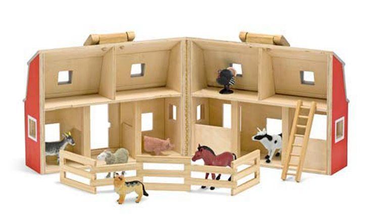 Små gutter og jenter vil kunne leke i timesvis med denne flotte bondegården i tre fra Melissa & Doug. Bondegården i to etasjer kan åpnes og lukkes og har plass til alle de syv dyrene, gjerde og stige slik at en kan lukke igjen låven og bære den med seg.