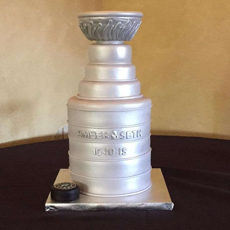 Stanley Cup Wedding and Groom's Cake