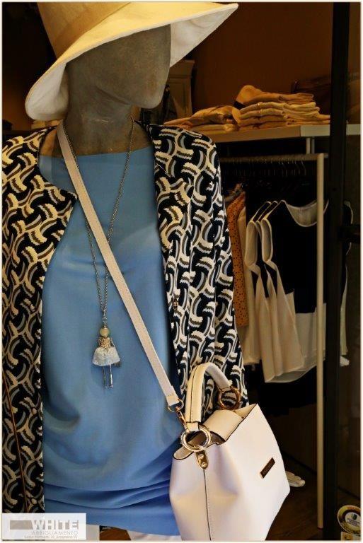 Giacca dalla fantasia optical anni '60, maglia azzurro cielo, cappello in tela bianca con fascia e borsa firmata Rinascimento. https://www.facebook.com/whitearzignano #outfit #modadonna #White #ss15 #womanswear
