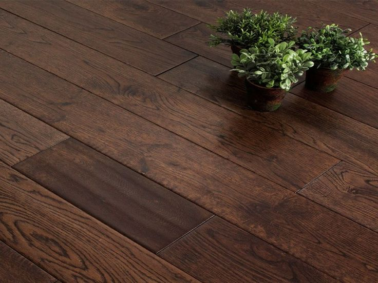 Dubové dřevo se používá na výrobu podlah od nepaměti. Je tomu tak proto, že dřevo dubu je dostupné a má skvělé technické vlastnosti jako je tvrdost, střední pevnost ( to zajištuje vhodný předpoklad pro ohýbání ) odolnost, stabilita a v neposlední řadě i krása.  http://podlahove-studio.com/content/13-dubove-podlahy