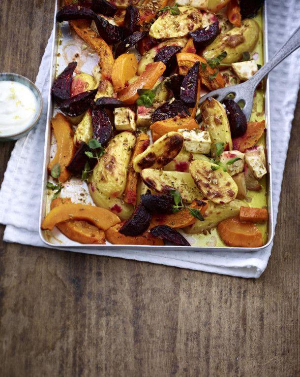 Unser beliebtes Rezept für Ofenkartoffeln mit Kürbis, Rote Bete und Sellerie und mehr als 55.000 weitere kostenlose Rezepte auf LECKER.de.