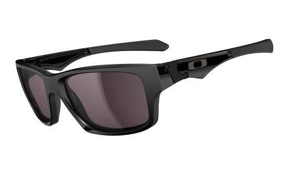 OAKLEY Jupiter Squared Polished Black Warm Grey napszemüveg. Füstös lencsés, különleges kialakítású férfi napszemüveg, mely a mindennapokban megfelelő társ lehet. Különleges kialakítása biztosítja a kényelmes viseletet hosszú távon is. Plutonit tartalmú lencséje nehezen karcolódik és megvédi a szemet a káros sugaraktól. KATTINTS IDE!