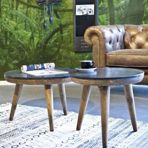 Trendy en stijlvol tegelijk dit bijzettafeltje van By-Boo. Een donker Mango houten onderstel met daarop een dun zwart marmeren blad. Deze tafel is verkrijgbaar in 3 verschillende maten en door deze te combineren heeft u een mooie eigentijdse look in uw huiskamer. Afmeting BxDxH = 50x50x46 cm Leverbaar in 3 maten