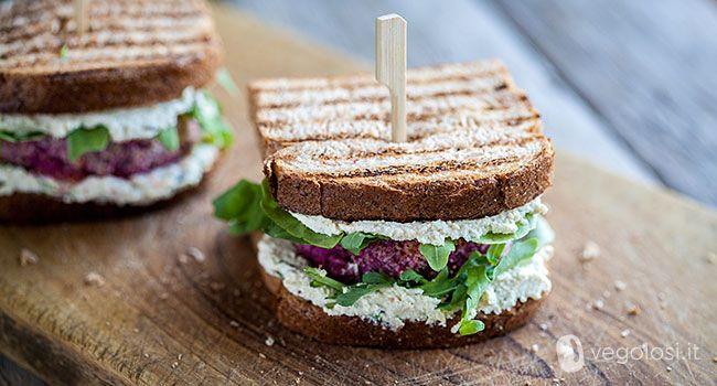 I burger vegan barbabietola e riso sono una valida alternativa ai classici…