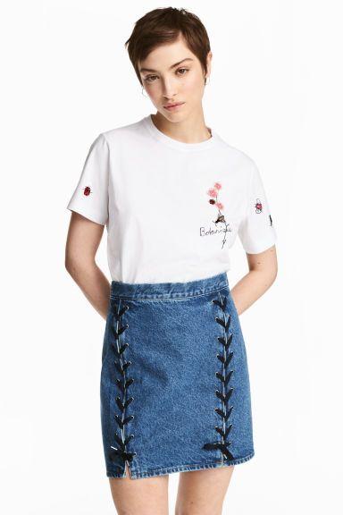 Denim rok met rijgsluitingen Model