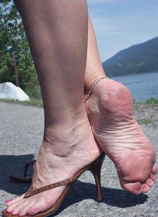 nogi-starih-dam-onlayn-zagloti-porno-foto