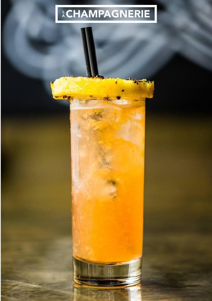 Cocktail signature pour le #GrandPrixMTL : le Pit Stop! Campari, Berenzen, Cointreau, jus de citron frais, purée d'ananas maison, Redbull, rondelle d'ananas, huile olive et poivre rose  #TGIF