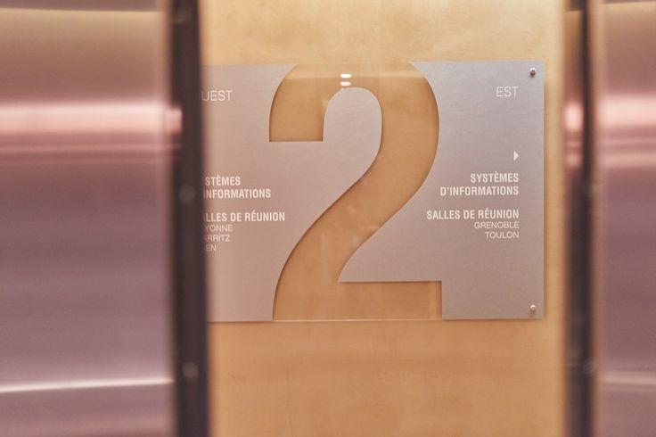 #signalétique : panneau directory d'étage - réalisation #Megamark pour Euronext  - #signage