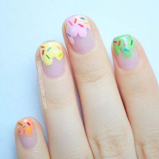 De zomer staat voor de deur. Tijd om je donkere nagellakjes weer op te bergen. Frisse pastelkleurtjes staan te springen om je nagels te mogen versieren. Niets leuker dan ermee te spelen en ze in allerlei vormpjes op je nagels te zetten.